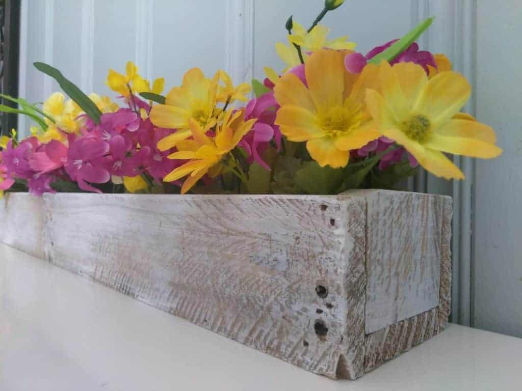 Diy pallet wood centerpiece make your table beautiful